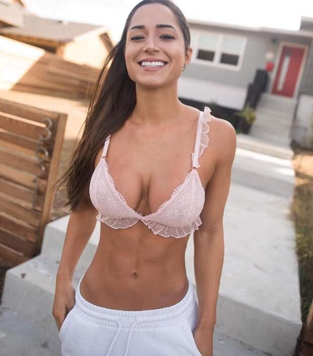Хорошее и позитивное настроение вместе с красивыми и улыбчивыми девушками