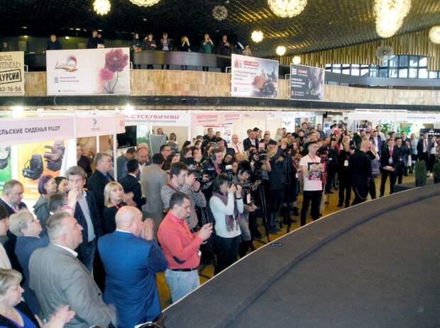 Вице-премьер Крыма открыл сельхоз выставку и новую линию в «Массандре»