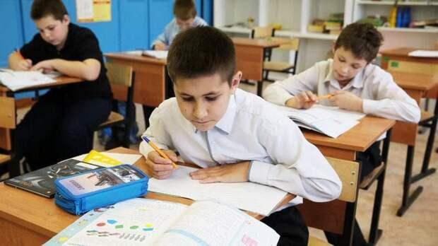 Родители более 17 млн детей получили единовременные школьные выплаты