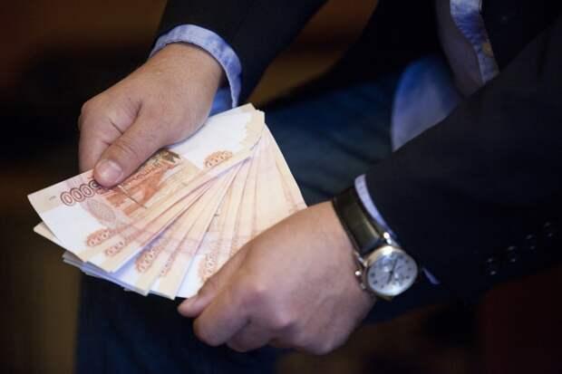 Чиновникам резко повысили годовые бонусы