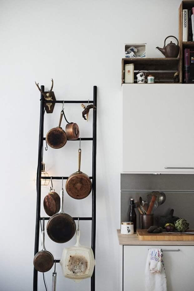 3. Лестницы подходят для хранения вещей в любых комнатах: на кухне, в ванной и гостиной дизайн, из старых вещей, лестница, своими руками, стремянка, фото