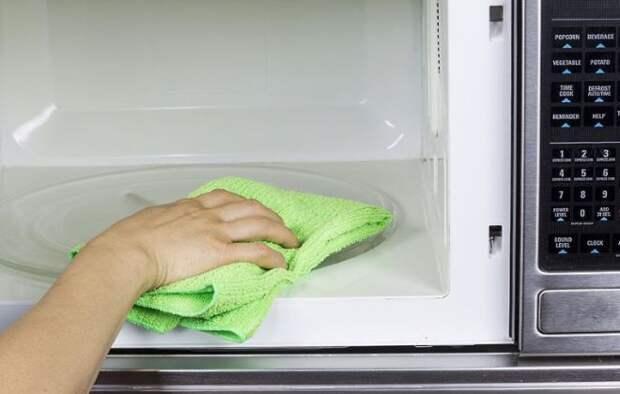 Чем мыть микроволновку внутри средства