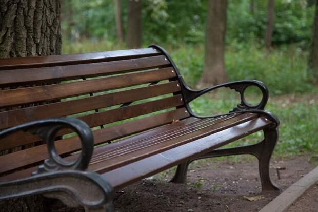 На остановке «Янтарный проезд» установили новую скамейку