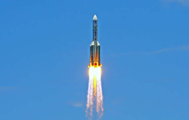 К Земле приближается неуправляемая китайская ракета