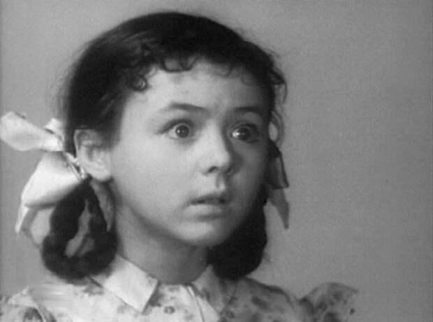 """Наталья Селезнева в фильме """"Девочка и крокодил"""" (1956)"""