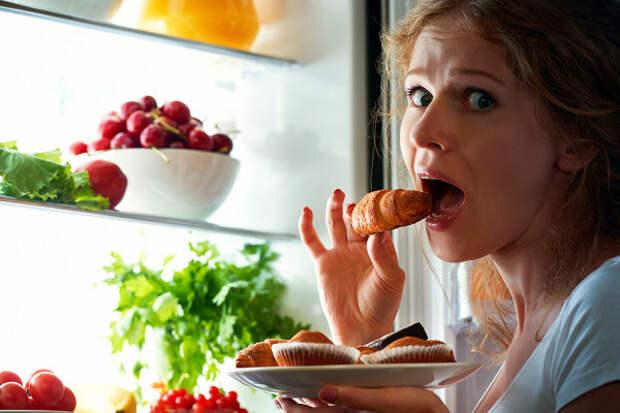 Диетологи раскрыли самые опасные пищевые привычки женщин
