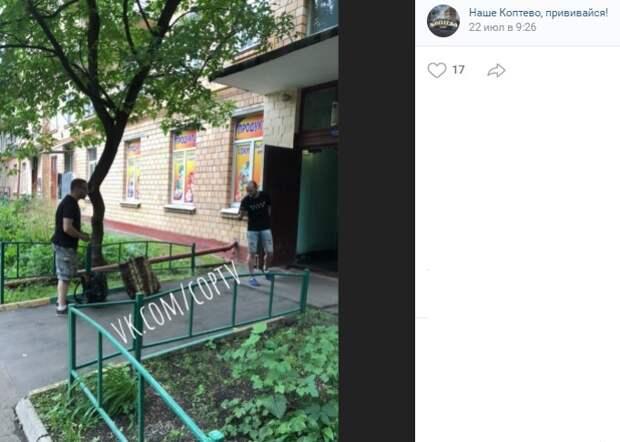 В Коптеве мошенники пытались «прорваться» в подъезд за жительницей