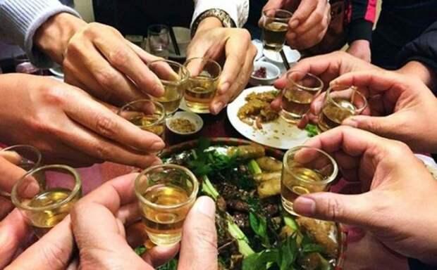 Как пить с китайцами и выжить: 7 правил китайской попойки