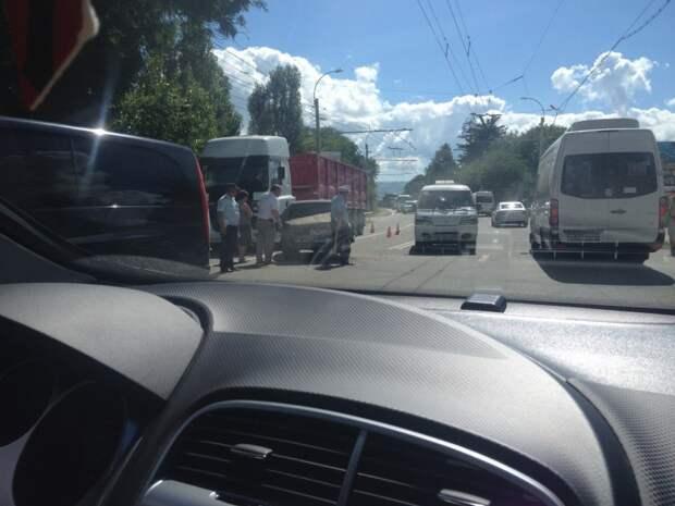 ДТП в Крыму: грузовик и «Жигули» устроили что-то «недоброе» на трассе (фото)