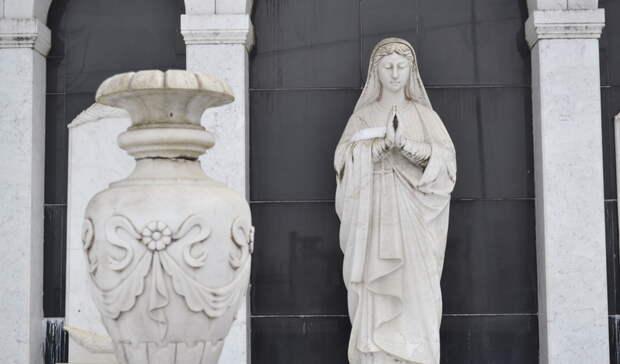 «Готовы были везти гроб кмэрии»: ужителя Екатеринбурга вымогали деньги замогилу