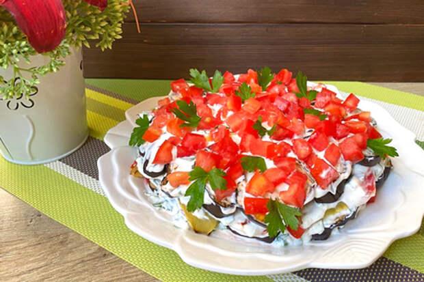 Фото к рецепту: Овощной салат со сметаной и зеленью