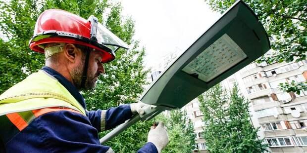Около 50 тысяч умных фонарей установят в Москве до конца года