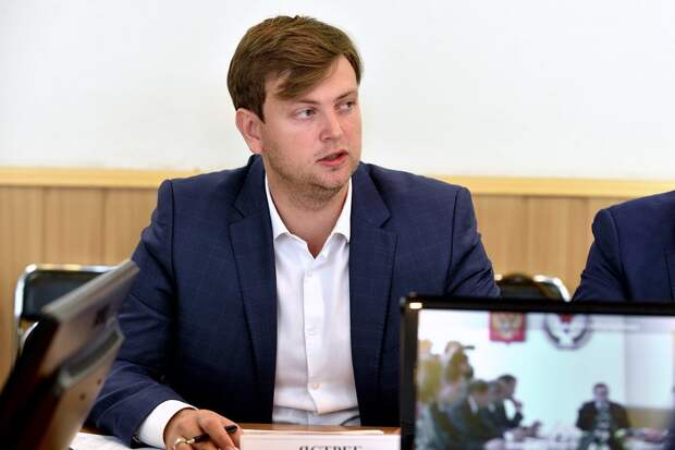 Бывшего министра строительства Удмуртии Ивана Ястреба обвиняют в  получении двух взяток