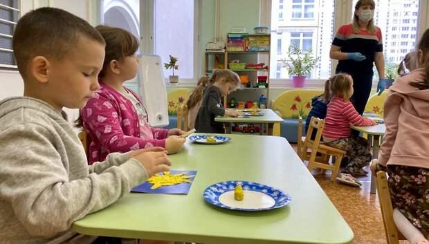 Еще 1 тыс дежурных групп откроют в детсадах Подмосковья на следующей неделе