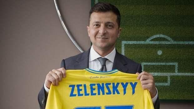 Президент Украины Зеленский выложил фото вмайке сборной ссилуэтом Крыма
