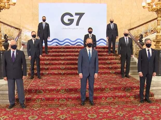В Англии создали скульптуру лидеров G7 из мусора