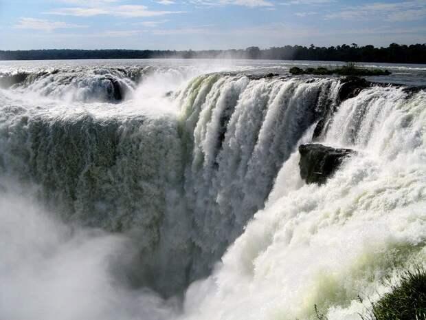 На всемирном конкурсе, проведенном 11 ноября 2011 года, Игуасу получили звание одних из семи природных чудес мира. аргентина, бразилия, водопады
