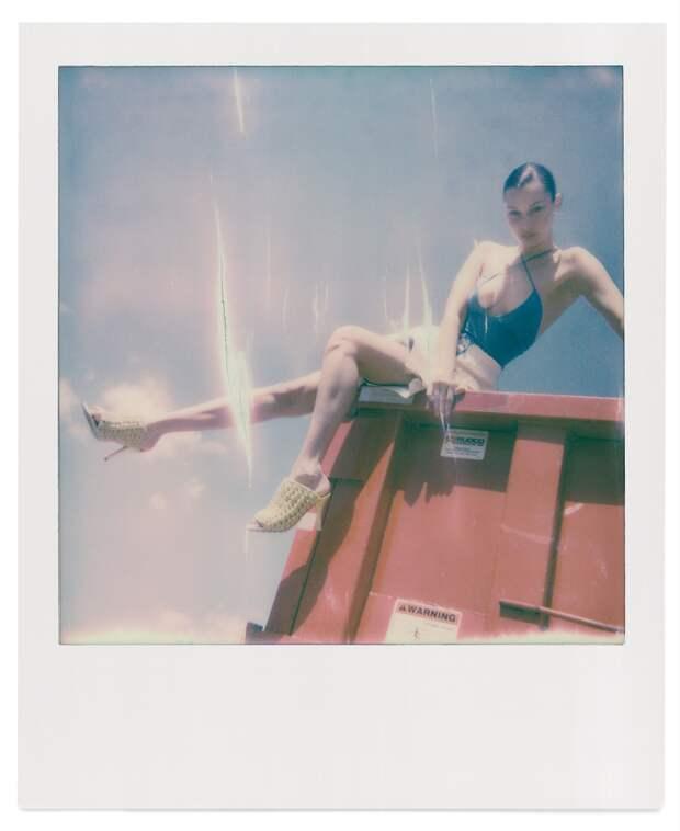 Козы, трактор и Bottega Veneta: Джиджи и Белла Хадид устроили fashion-съемку на заднем дворе семейного ранчо