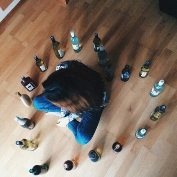 Океан алкоголя - это норма для любой подобной вечеринки Вписка, вечеринка, студенты, юмор