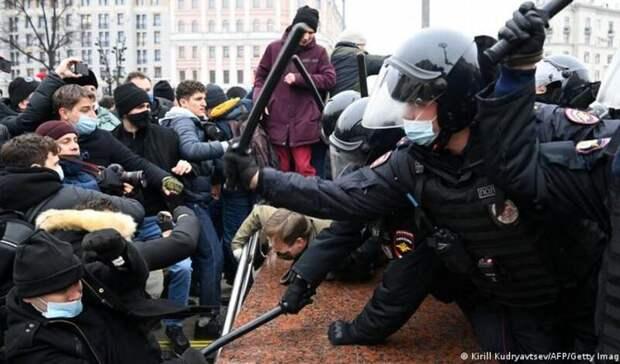 Более 120 иностранцев лишились права навъезд вРФзаучастие впротестах