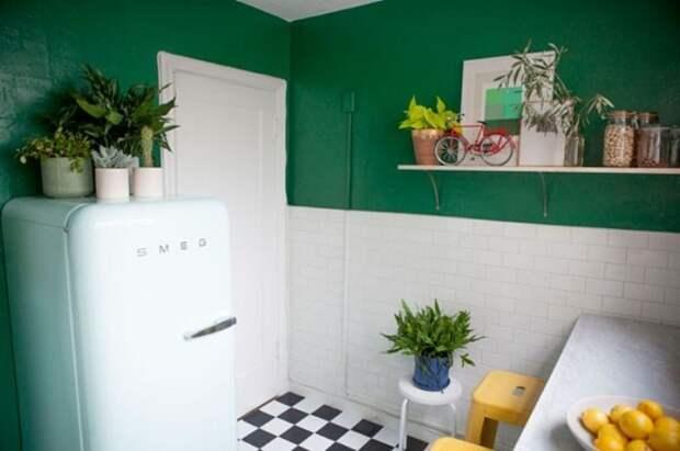 7 идей, как задействовать место над холодильником, чтобы не терять и сантиметра полезной площади