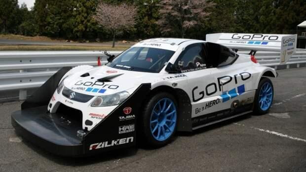 Аэродинамический обвес на гоночном Suzuki.