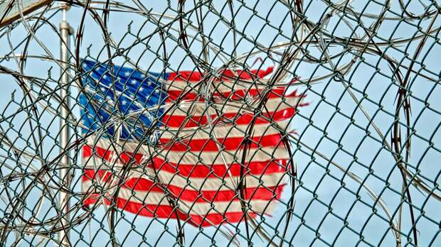«Беспорядок и хаос»: до чего пандемия довела самую большую тюрьму в США