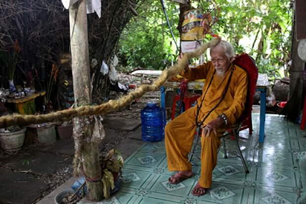 Вьетнамский дед не стриг волосы 80 лет