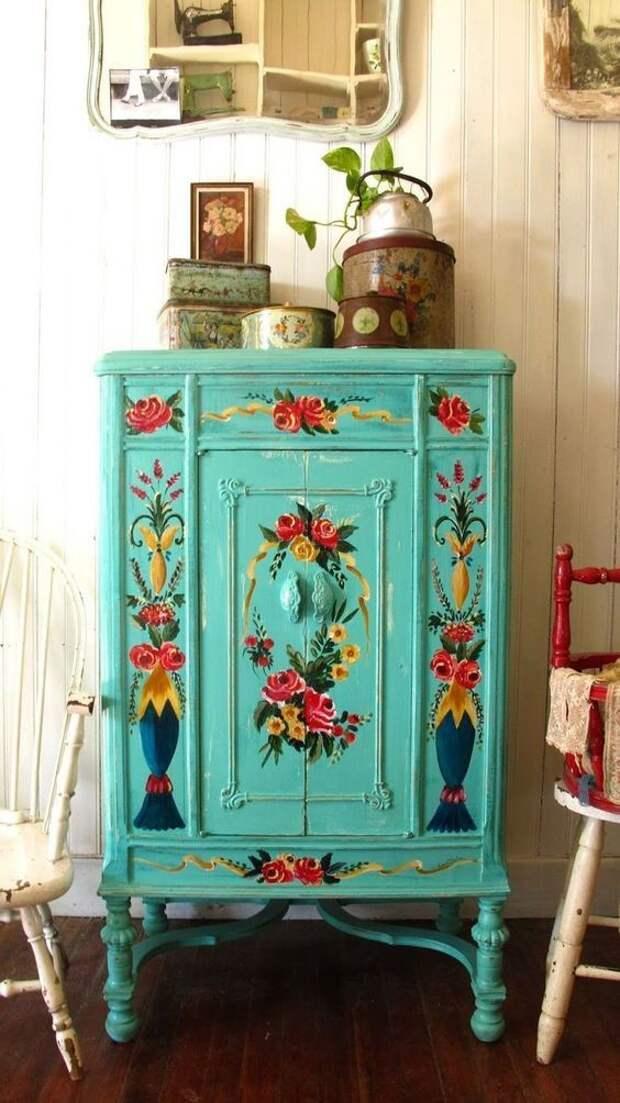 Яркий декор старой мебели