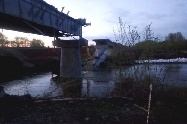 В Оренбургской области обрушился пролёт моста
