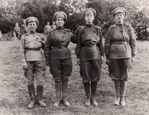 «Баба вморе— команде горе!», или Непростая судьба первых женщин-матросов России