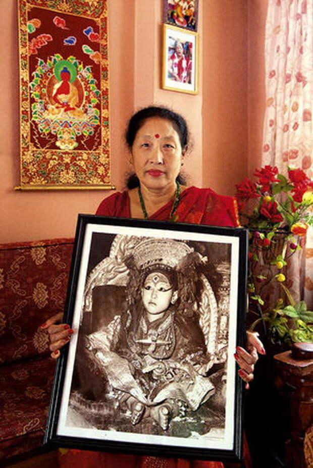Нанимая Шакья, 57 лет. Первая кумари, получившая образование. Счастливая жена и уже даже бабушка богини, девушки, непал