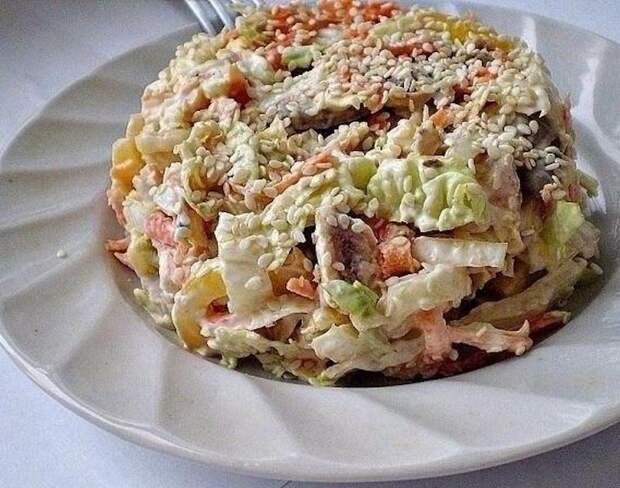 Салат с пекинской капустой Переполох