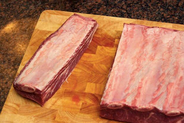 Тушим жесткое мясо на медленном огне: получается сочно и мягко