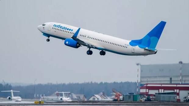Молния ударила в самолет во время посадки