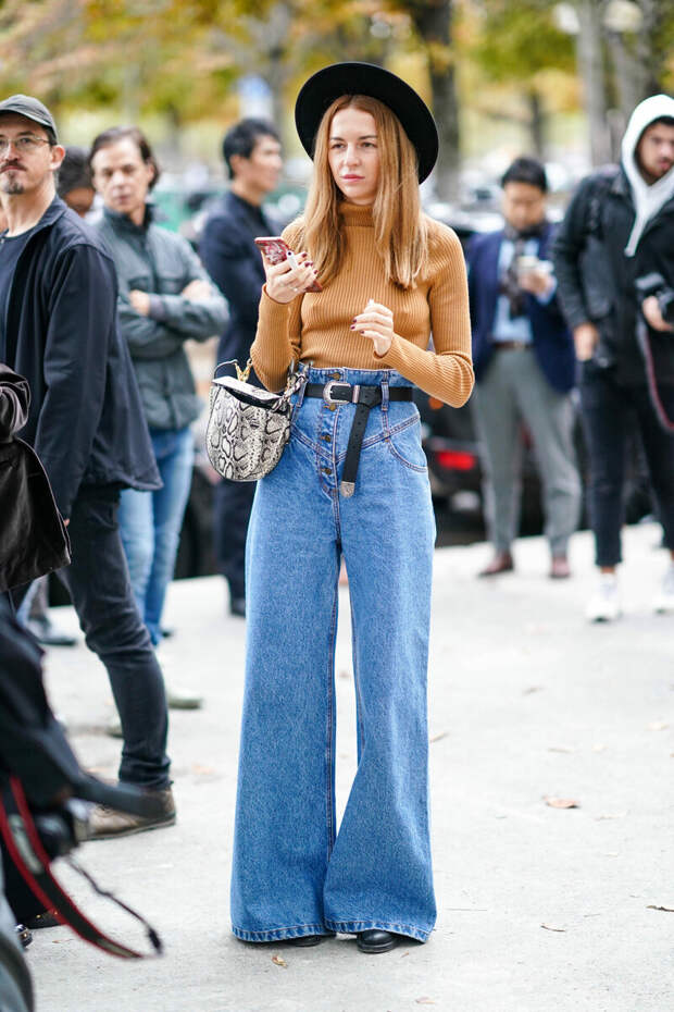 В каких джинсах будут ходить продвинутые модницы в 2021 году