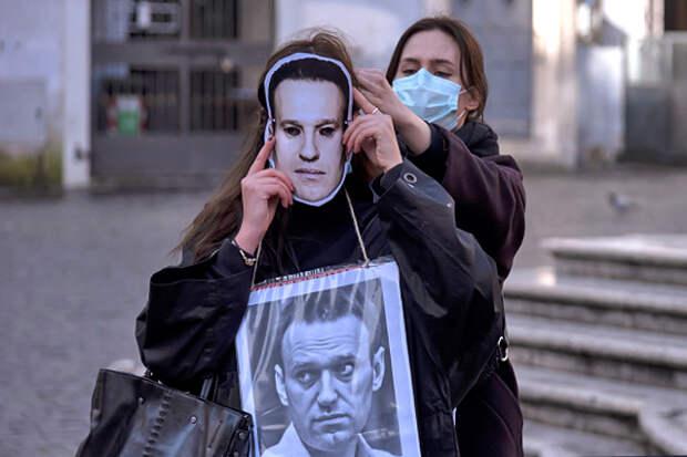 «Голодовка — это просьба к Богу изменить ситуацию и вмешаться». Почему россияне готовы голодать вместе с Навальным