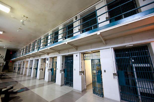 Американскую долгожительницу отправили в тюрьму за непристойности