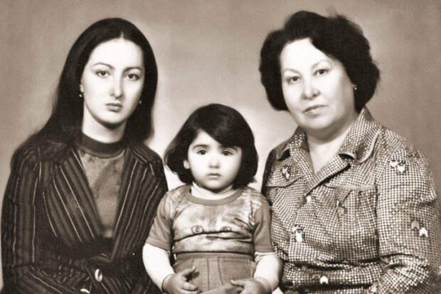 Додо Чоговадзе с дочерью Нино и мамой. / Фото: www.7days.ru