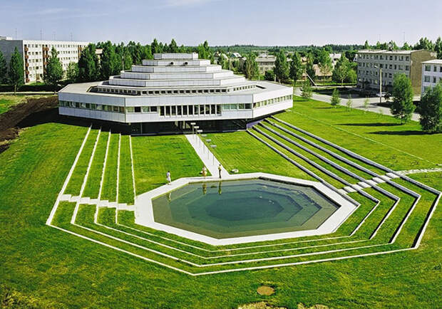 Административное здание, Рапла, Эстония.
