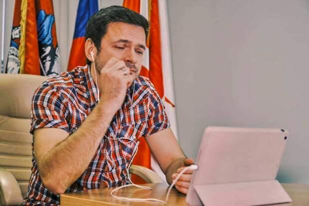 Навальный нажаловался пустому Европарламенту на Путина и попросил открыть банковский счёт