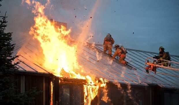 Двое екатеринбуржцев бросились вогонь для спасения жителей горящего дома