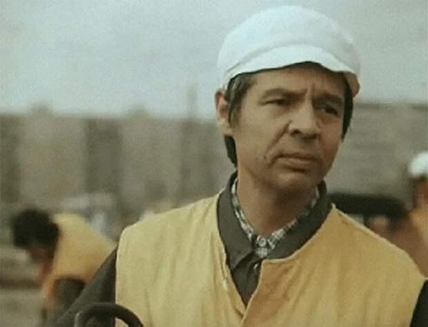 Радик Муратов, кадр из фильма «Поездка через город (альманах)». / Фото: www.kino-teatr.ru