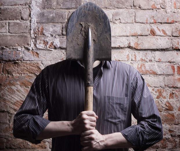 Житель Тверской области оставил москвичку без грабель и лопат
