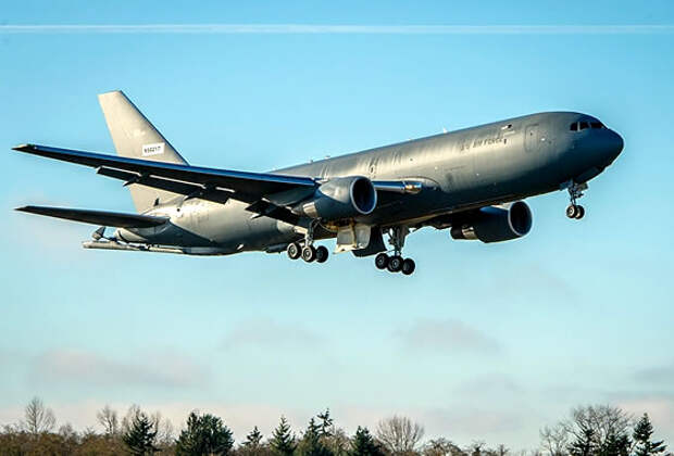 Танкер KC-46A впервые заправил одновременно четыре самолета