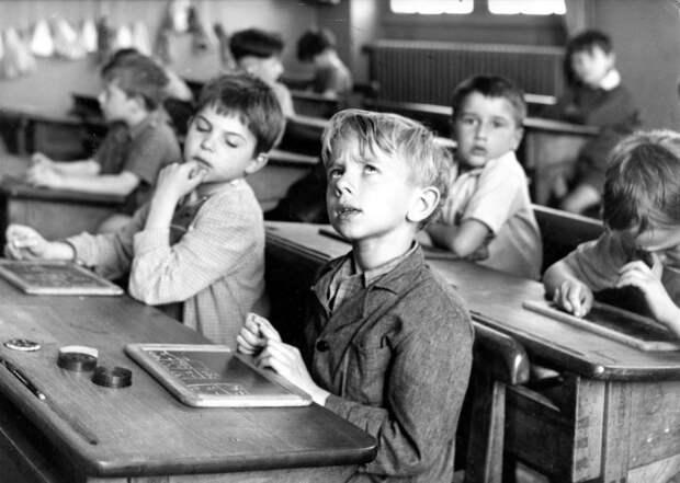 Куда из школ исчезли двоечники и второгодники?