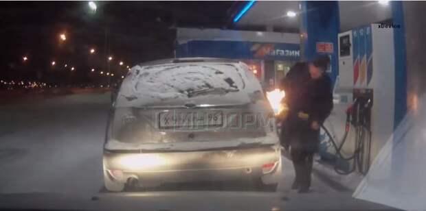 Девушка на заправке подожгла свой автомобиль