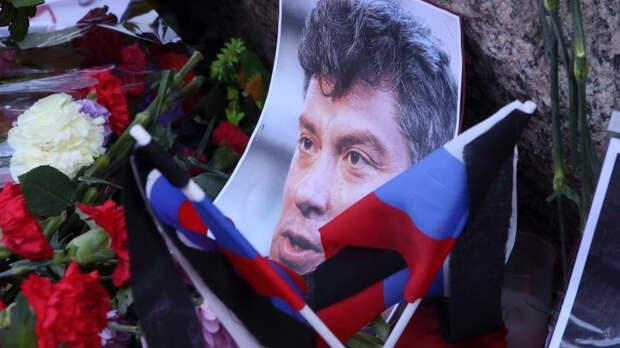 """""""За любой кипиш, лишь бы платили"""": На марше Немцова требовали разрешить гей-браки и славили Украину"""