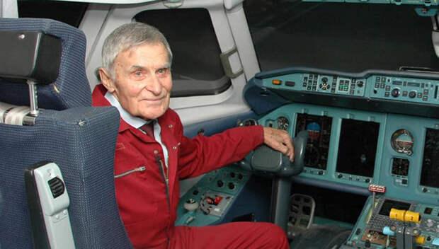 Герой Советского союза лётчик Юрий Курлин