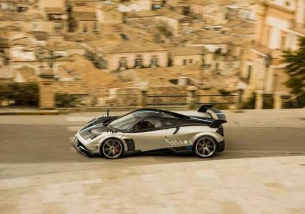 Двухдверный гиперкар от Pagani Automobili (17 фото)